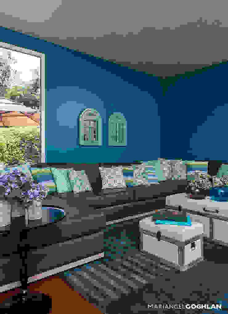 Estar familiar o Family Room Salas multimedia modernas de MARIANGEL COGHLAN Moderno