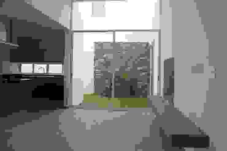 Sala y Jardín de JF ARQUITECTOS Minimalista