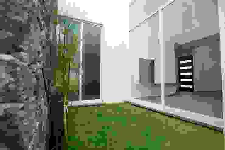 Jardín de JF ARQUITECTOS Minimalista
