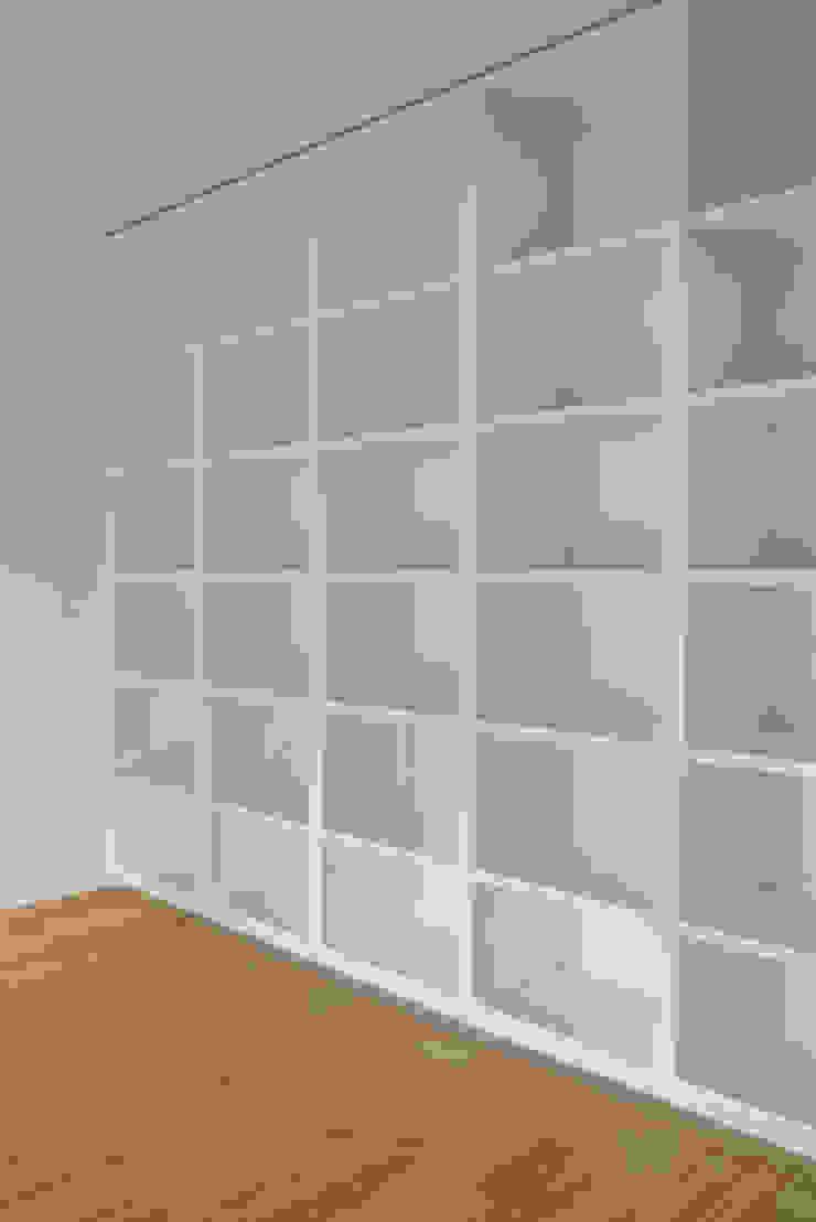 Escritório Escritórios modernos por Atelier do Corvo Moderno