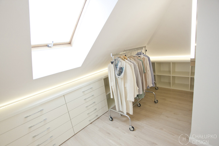 Modern dressing room by Chałupko Design Modern