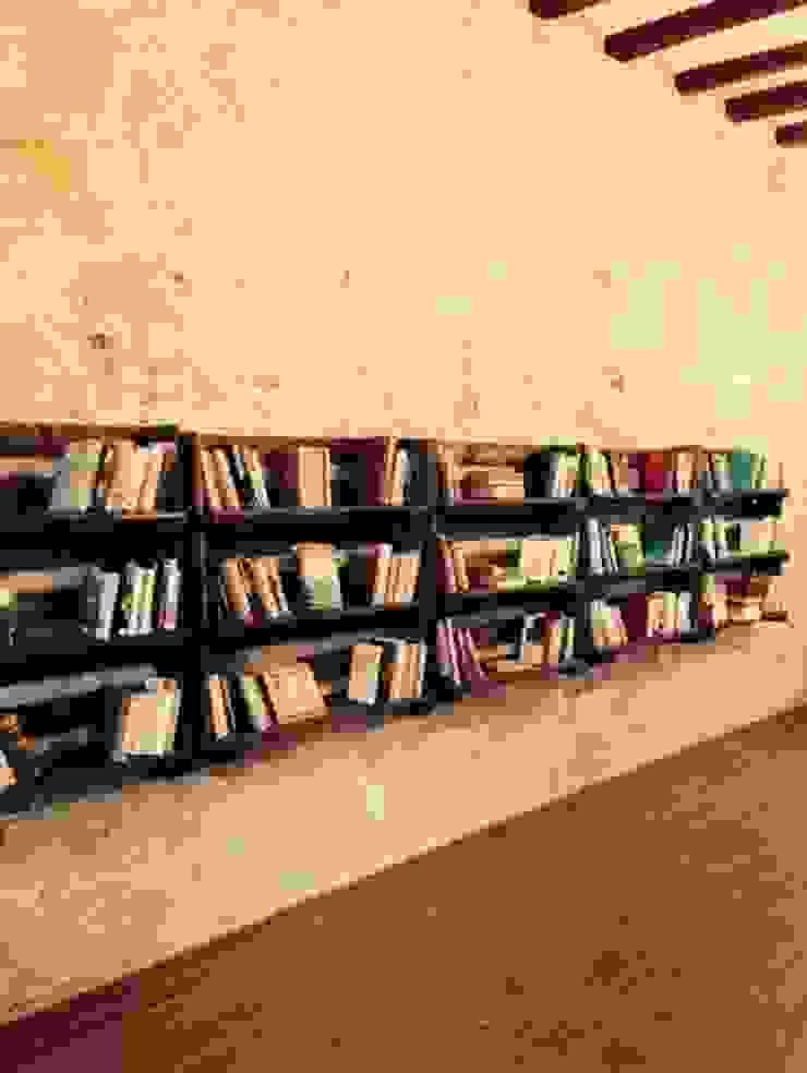 estanterias con palets libreria de RECICLA'RT Rústico