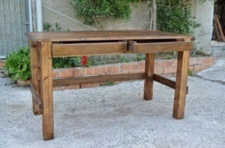 mesa con palets ,con dos cajone para escritorio en barcelona de RECICLA'RT Rústico