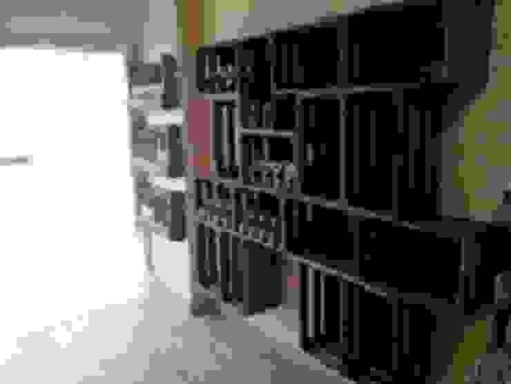 estanteria con cajas de fruta tienda de comida de RECICLA'RT Rústico