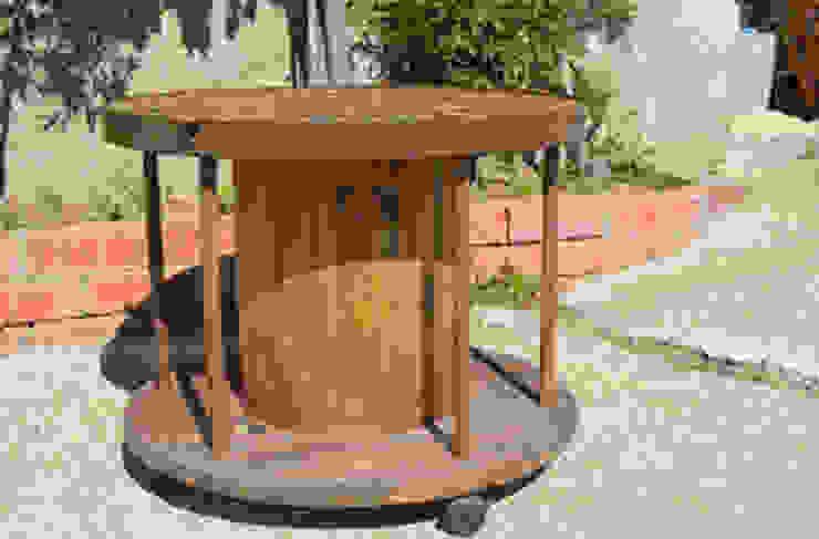 mesa con bobina i veramica rustica en el sobre de RECICLA'RT Rústico