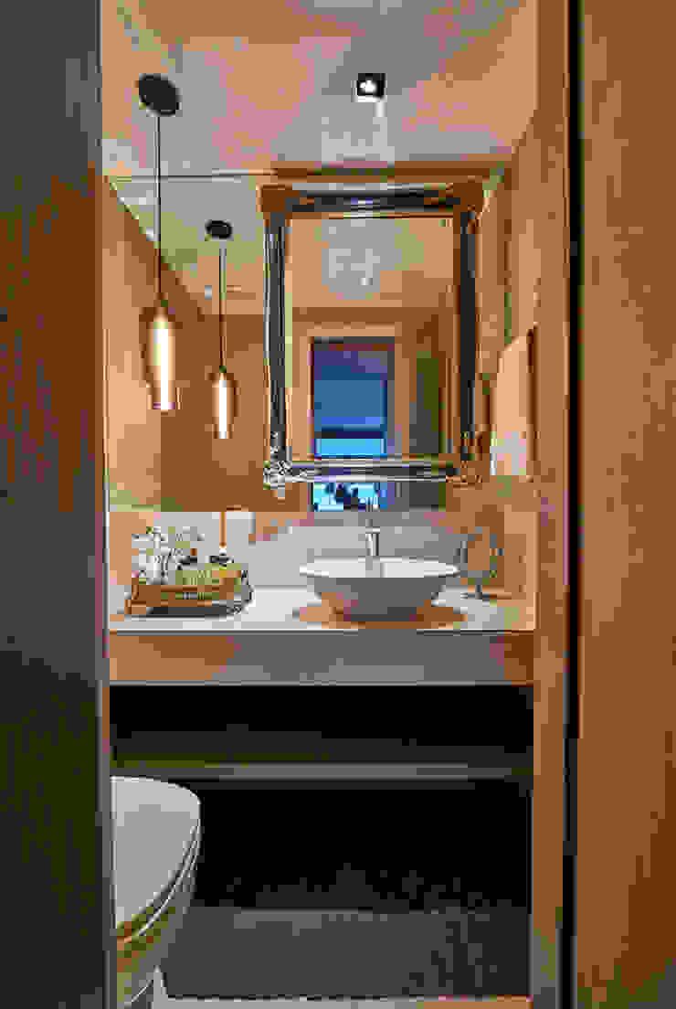 Apartamento JD Banheiros clássicos por Gláucia Britto Clássico
