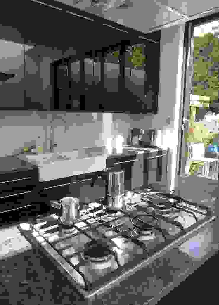 Kitchen island by Gullaksen Architects Сучасний