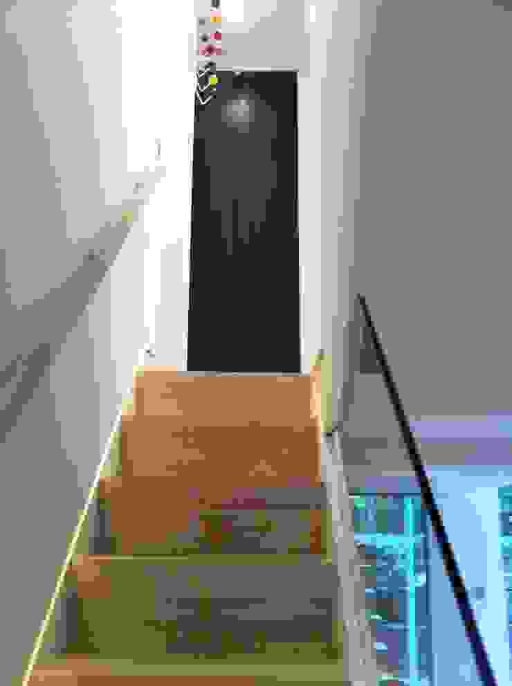 Minimalist Stairs Gullaksen Architects Ingresso, Corridoio & Scale in stile scandinavo
