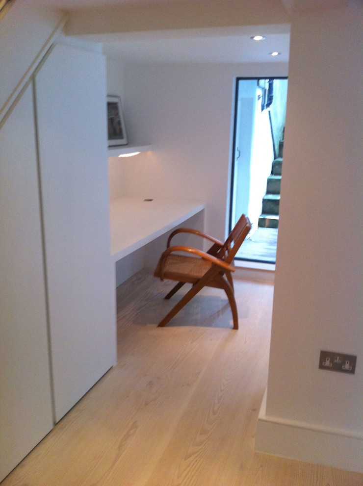 Under stair desk space Gullaksen Architects StudioArmadi & Scaffali