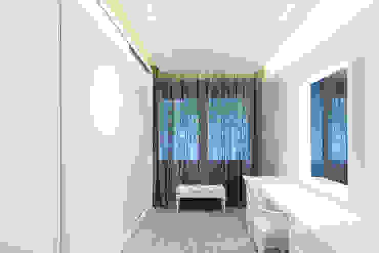 PISO MODERNO - BARCELONA PEDRALBES Vestidores de estilo moderno de LF24 Arquitectura Interiorismo Moderno