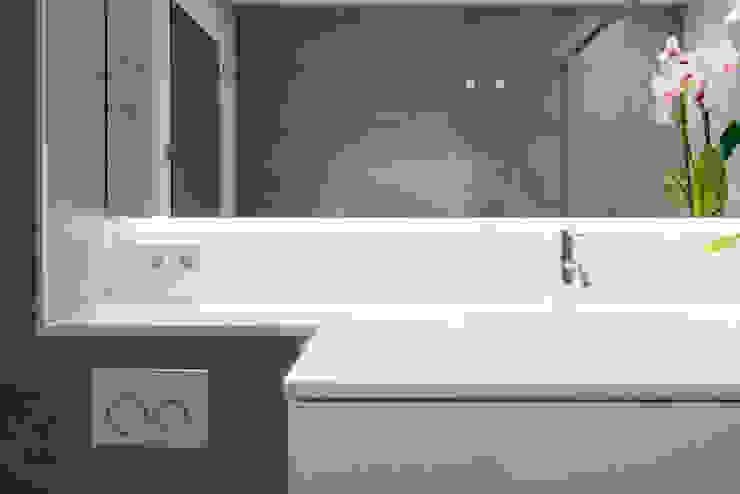 Baños de estilo moderno de LF24 Arquitectura Interiorismo Moderno