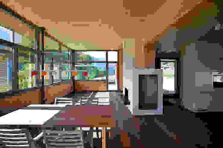 Livings de estilo moderno de pedit&partner architekten Moderno