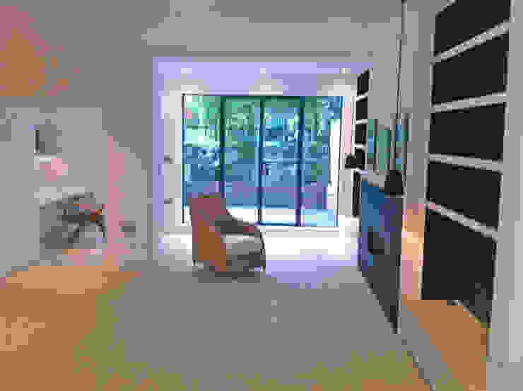 Basement Living Room Gullaksen Architects Soggiorno in stile scandinavo