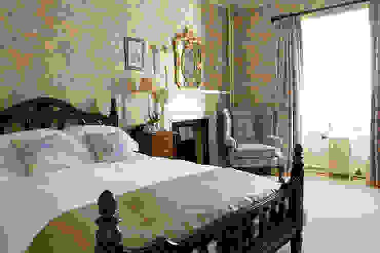 Bedroom por adam mcnee ltd Clássico