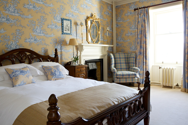 Bedroom: classic  by adam mcnee ltd, Classic