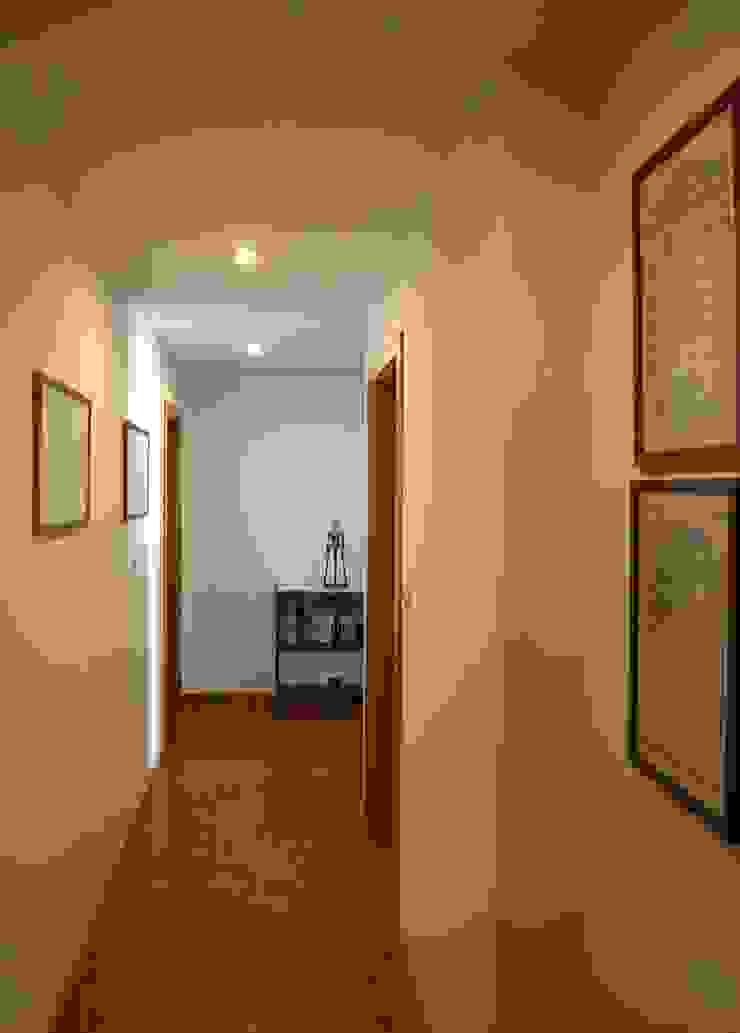 Remodelação de apartamento em Oeiras Corredores, halls e escadas clássicos por AGUA-MESTRA, Lda; Clássico