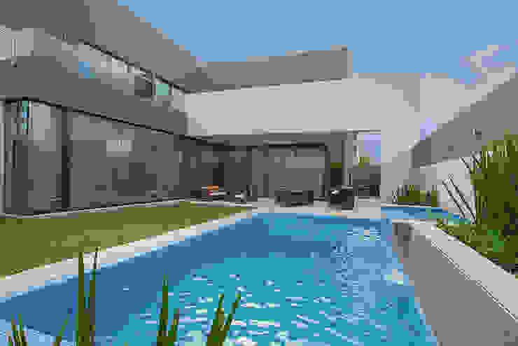ALBERCA Albercas modernas de Rousseau Arquitectos Moderno