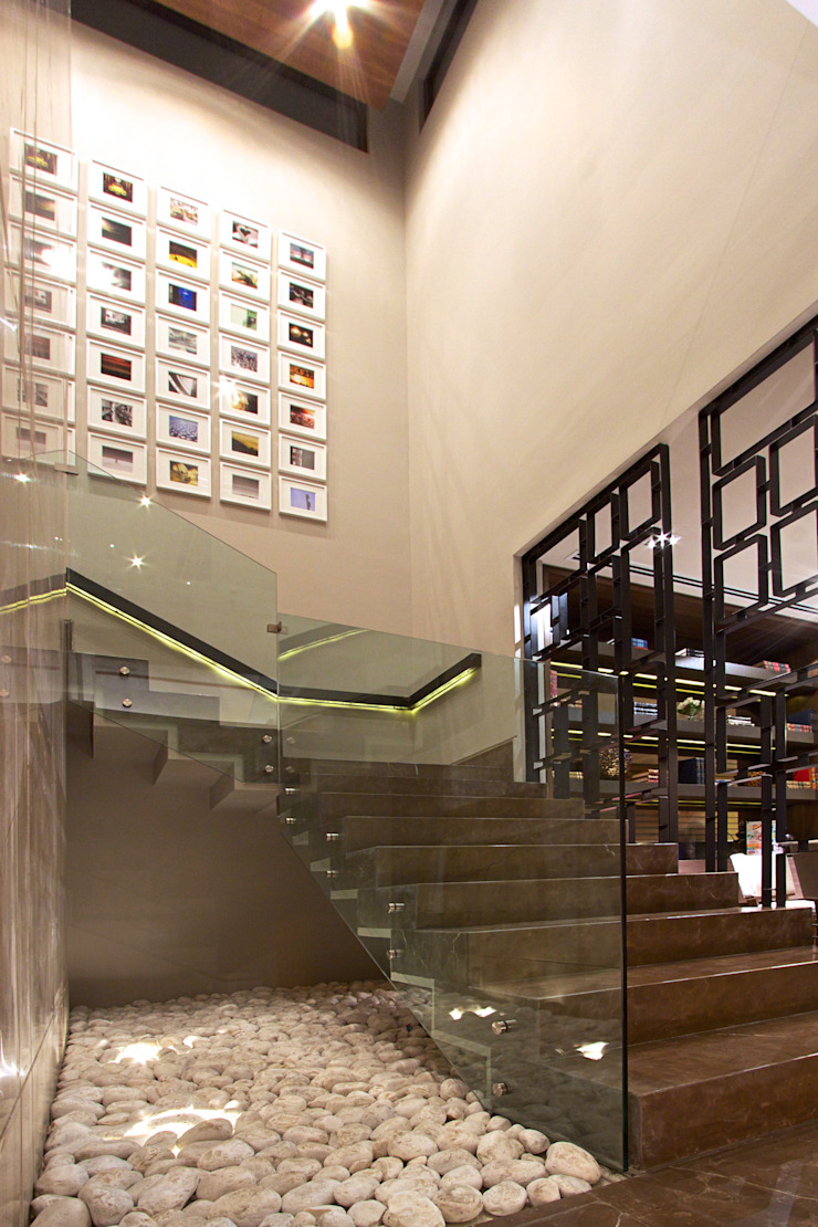 ESCALERAS Pasillos, vestíbulos y escaleras modernos de Rousseau Arquitectos Moderno
