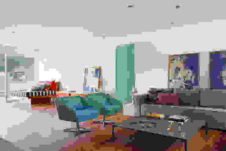 Cobertura Almirante Guillobel Salas de estar modernas por Cerejeira Agência de Arquitetura Moderno