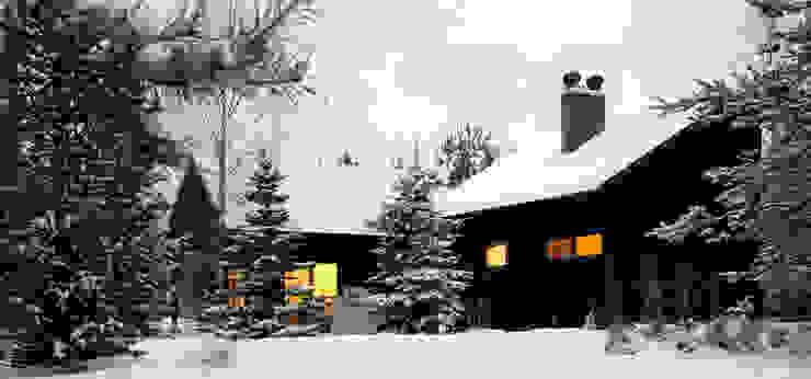 Widok z południowego wschodu, elewacja południowo-wschodnia: styl , w kategorii Domy zaprojektowany przez Magdalena Zawada,Skandynawski
