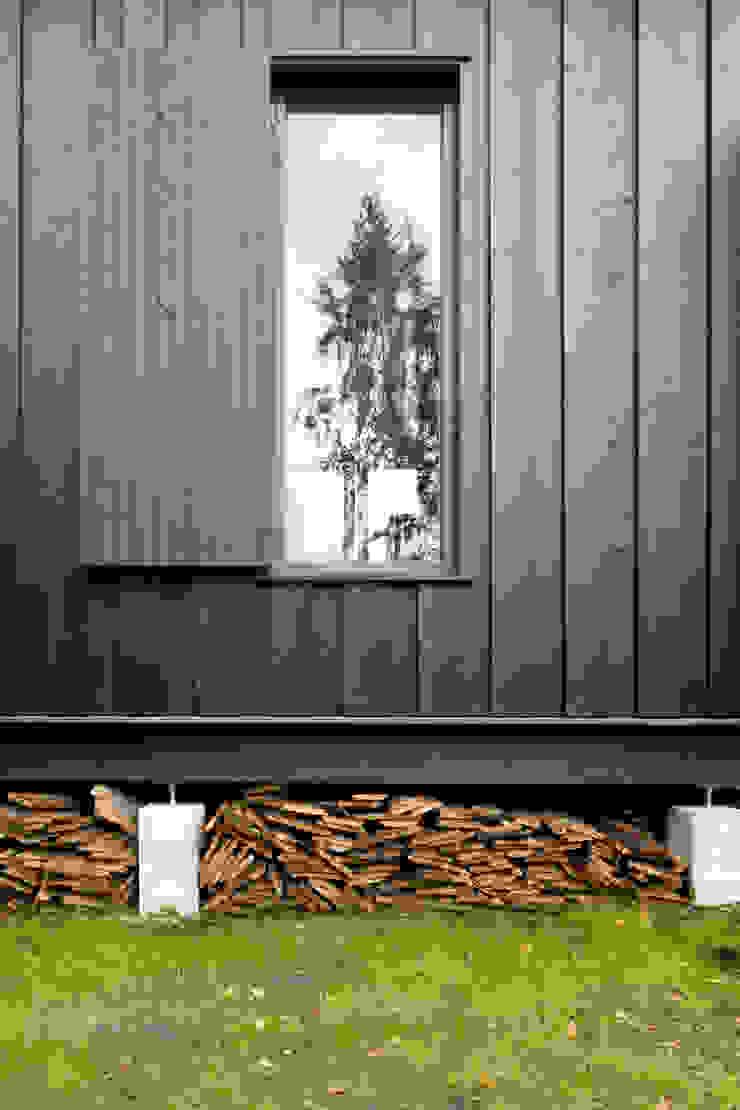 Detal elewacji Skandynawskie domy od Magdalena Zawada Skandynawski