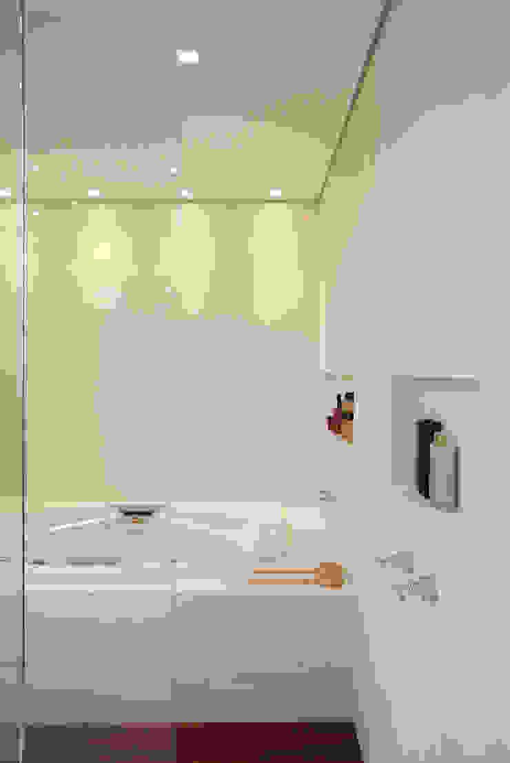Cerejeira Agência de Arquitetura Modern style bathrooms