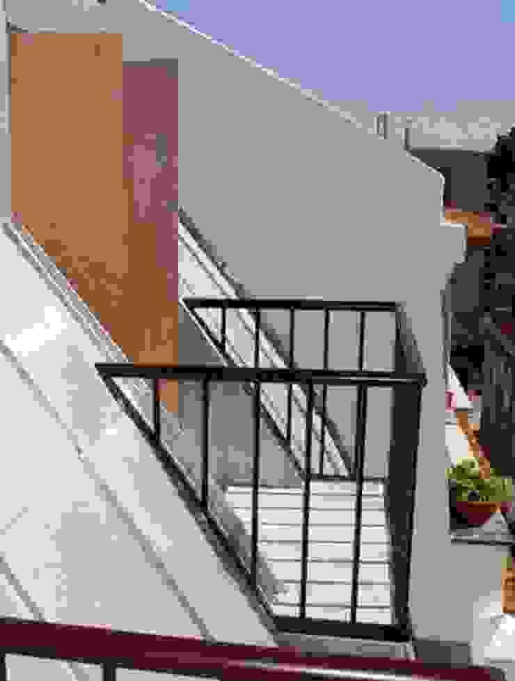 balcony 11 por ARTE e TECTóNiCA, arquitectura e desenho Lda Eclético