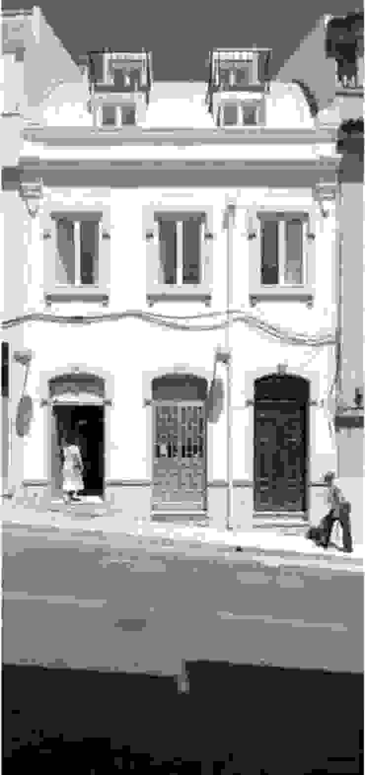 facade 04 por ARTE e TECTóNiCA, arquitectura e desenho Lda Eclético