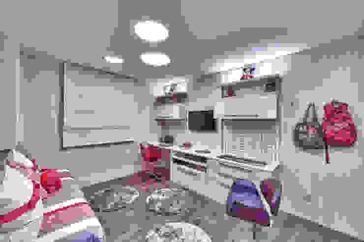 Quarto Menina Quarto infantil moderno por Lucia Navajas -Arquitetura & Interiores Moderno