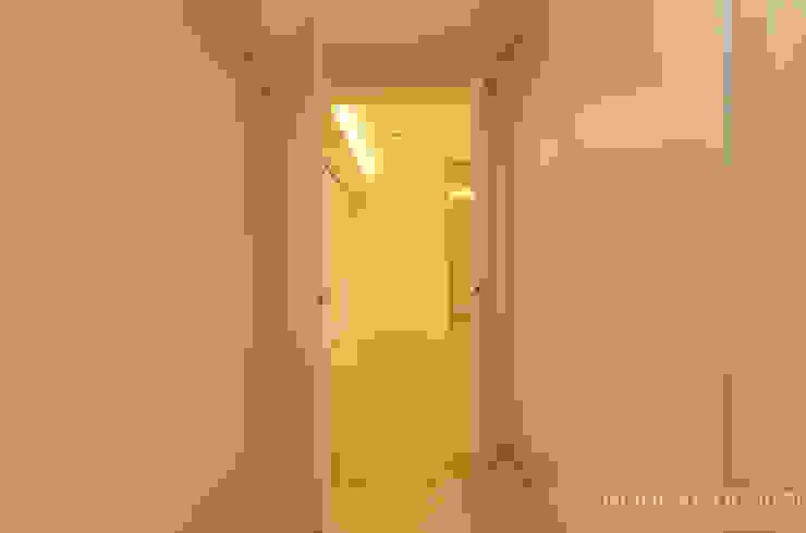거실: 홍예디자인의  거실,모던