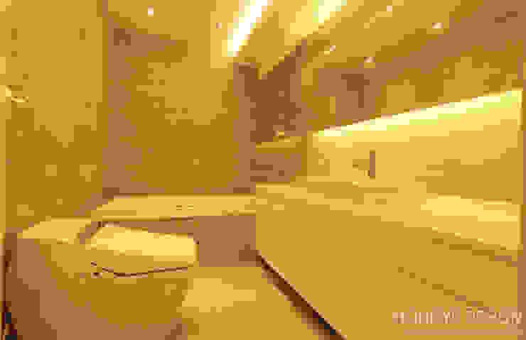 Baños de estilo  por 홍예디자인 , Moderno