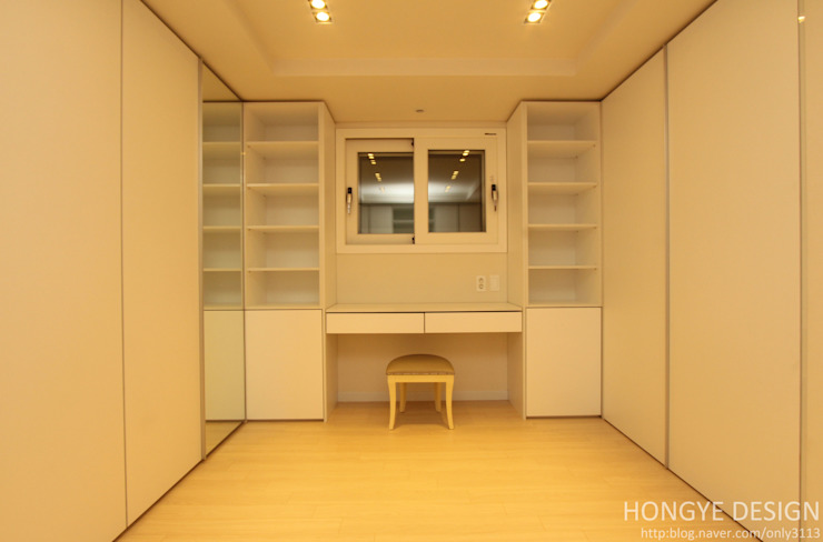 Modern style dressing rooms by 홍예디자인 Modern