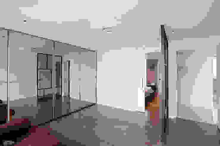 일산 강선마을 벽산아파트 58평형: MID 먹줄의  드레스 룸,모던