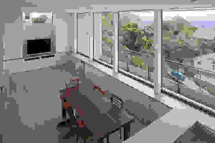 目神山の家 モダンデザインの リビング の 大塚高史建築設計事務所 モダン