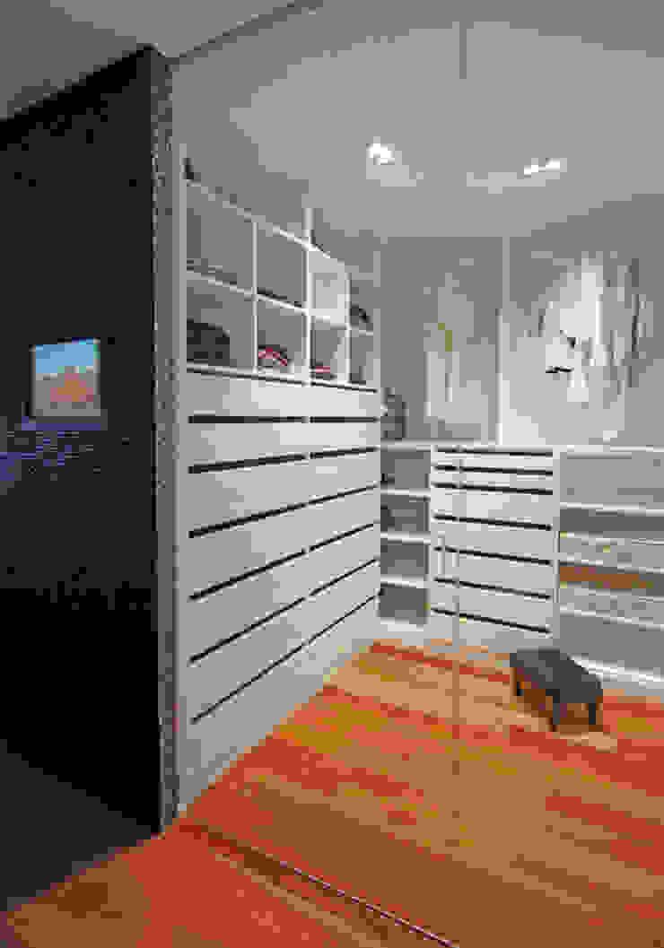Zona de vestidor de Duart-Vila Arquitectes S.L.P. Moderno