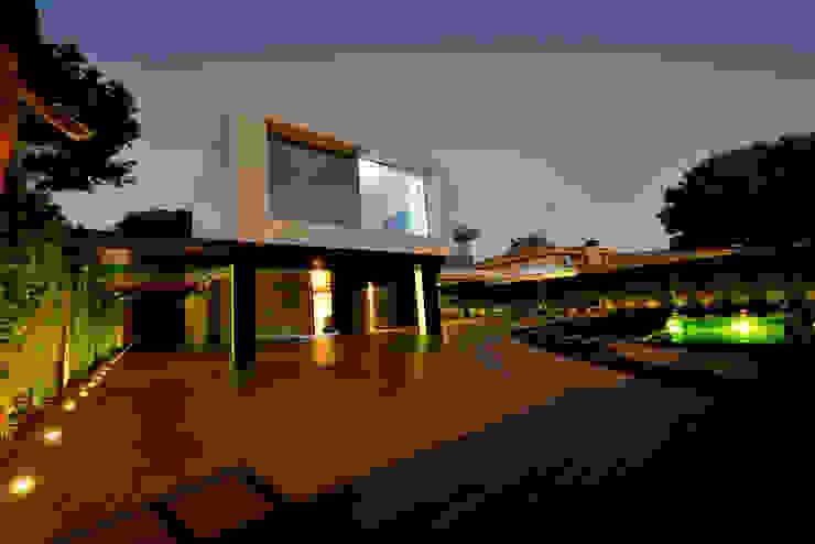 Vista exterior 1 Casas de estilo moderno de Duart-Vila Arquitectes S.L.P. Moderno