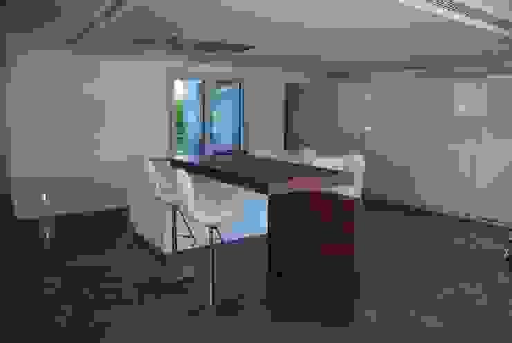 Vista de la cocina Cocinas de estilo minimalista de Duart-Vila Arquitectes S.L.P. Minimalista