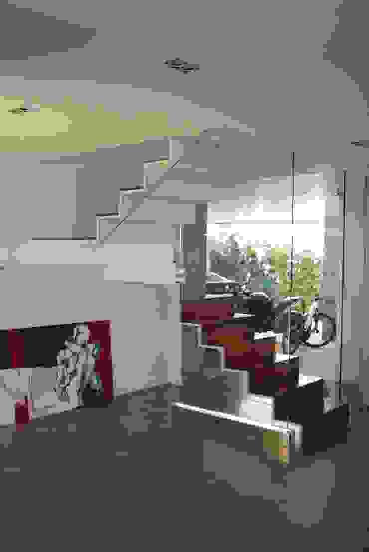 Vista de la cocina Pasillos, vestíbulos y escaleras de estilo moderno de Duart-Vila Arquitectes S.L.P. Moderno