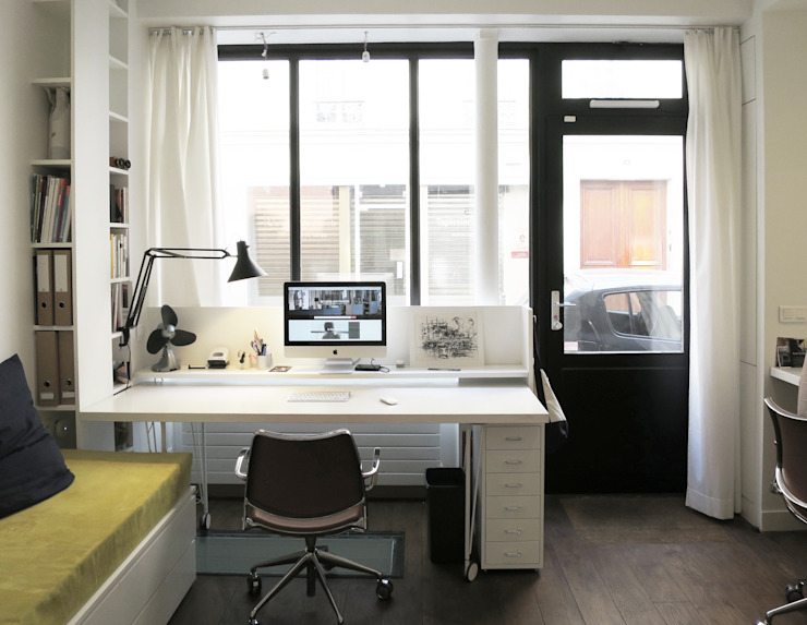 bureau devant la vitrine Bureau moderne par Studio Pan Moderne