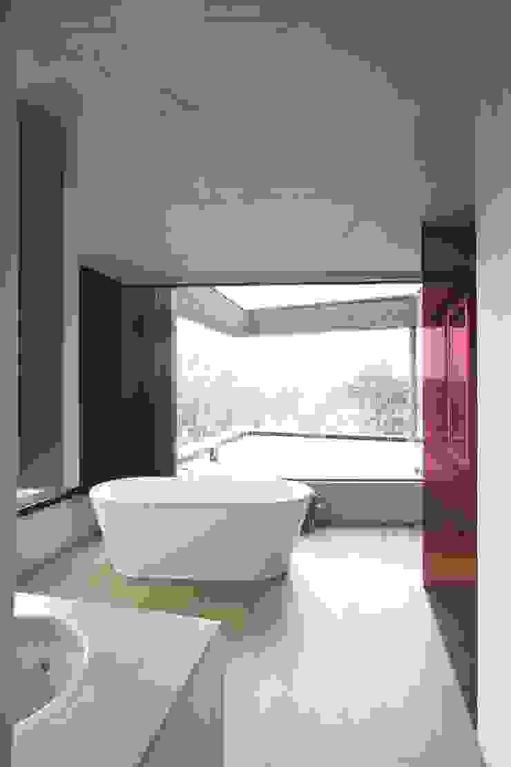 House HU Salle de bain moderne par CONIX RDBM Architects Moderne