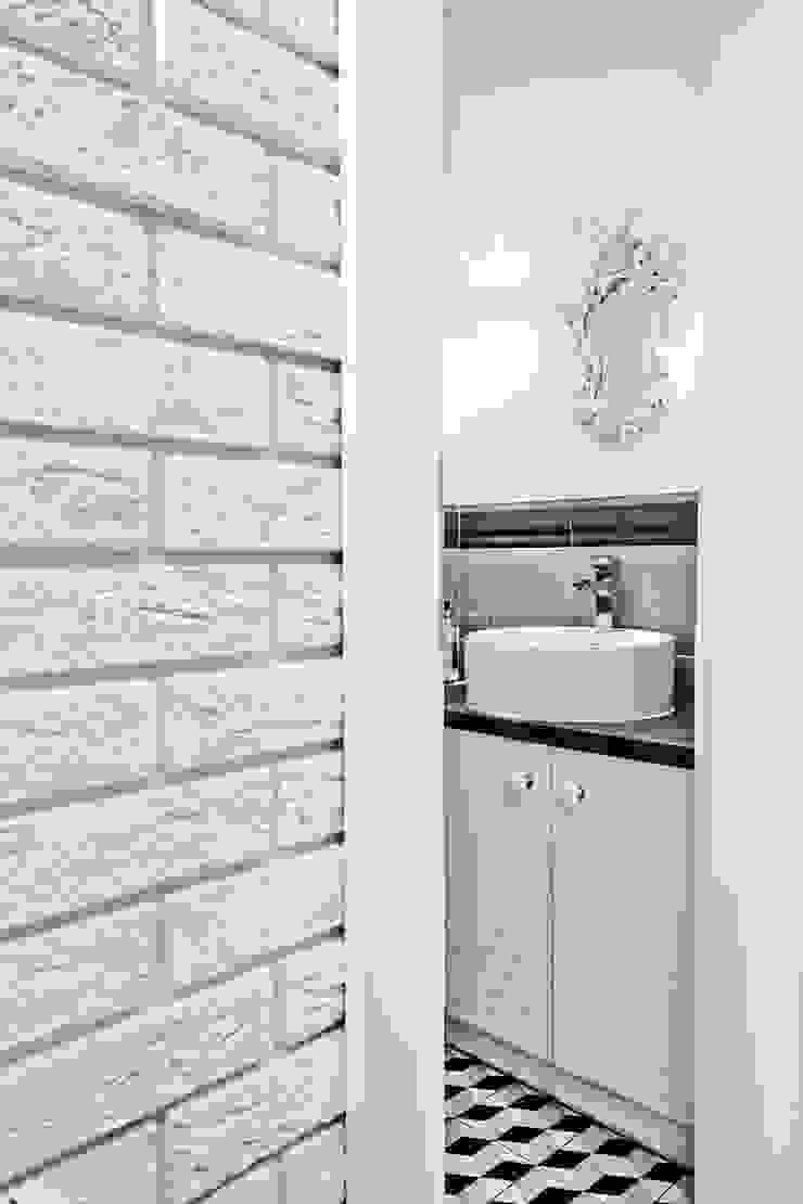 Gabinet Kosmetyczny Pracownia Piekna Skandynawska łazienka od Pracownia Architektury Wnętrz Hanny hildebrandt Skandynawski