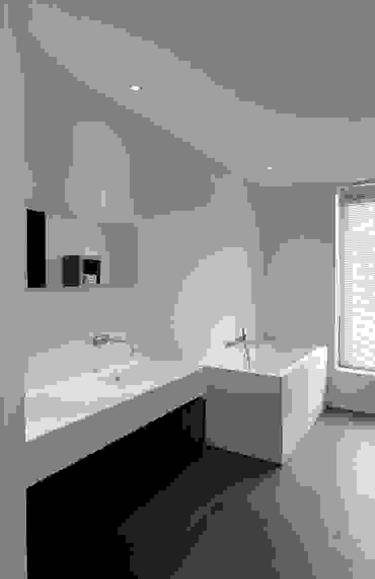 CONIX RDBM Architects Baños de estilo moderno
