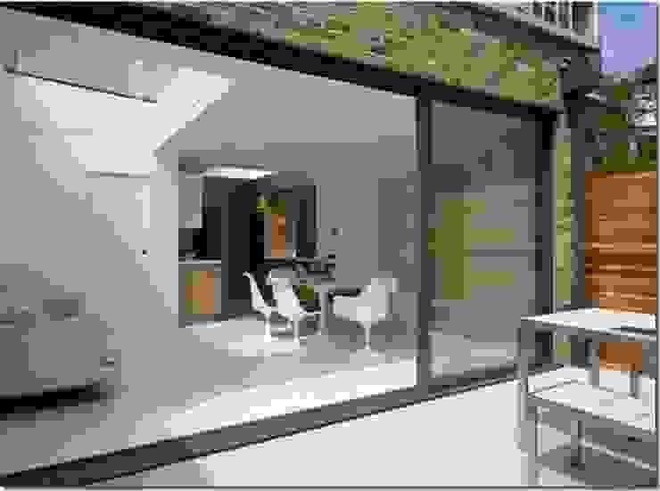 View from Garden Comedores de estilo minimalista de Gullaksen Architects Minimalista