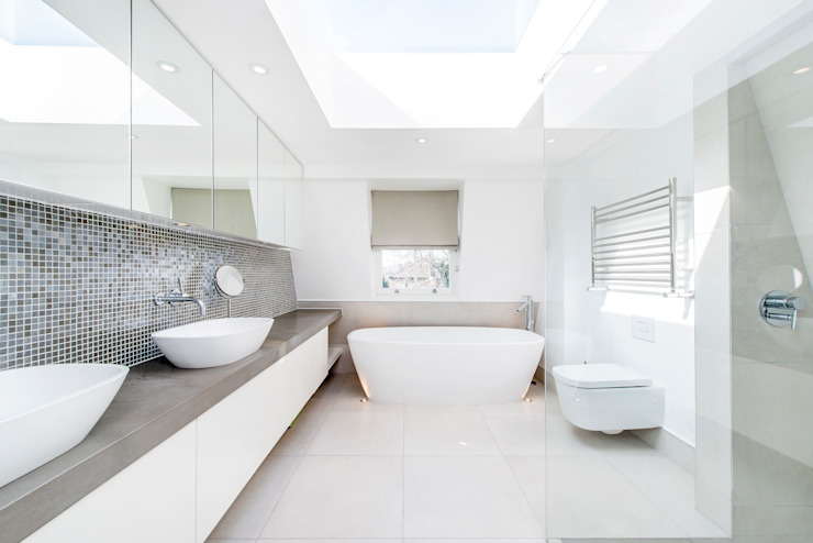 Contemporary Bathroom and Lighting Casas de banho modernas por homify Moderno