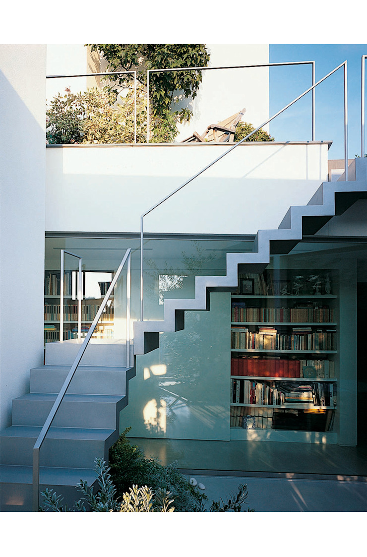 Patio Modern Corridor, Hallway and Staircase by 8&A Architetti Modern
