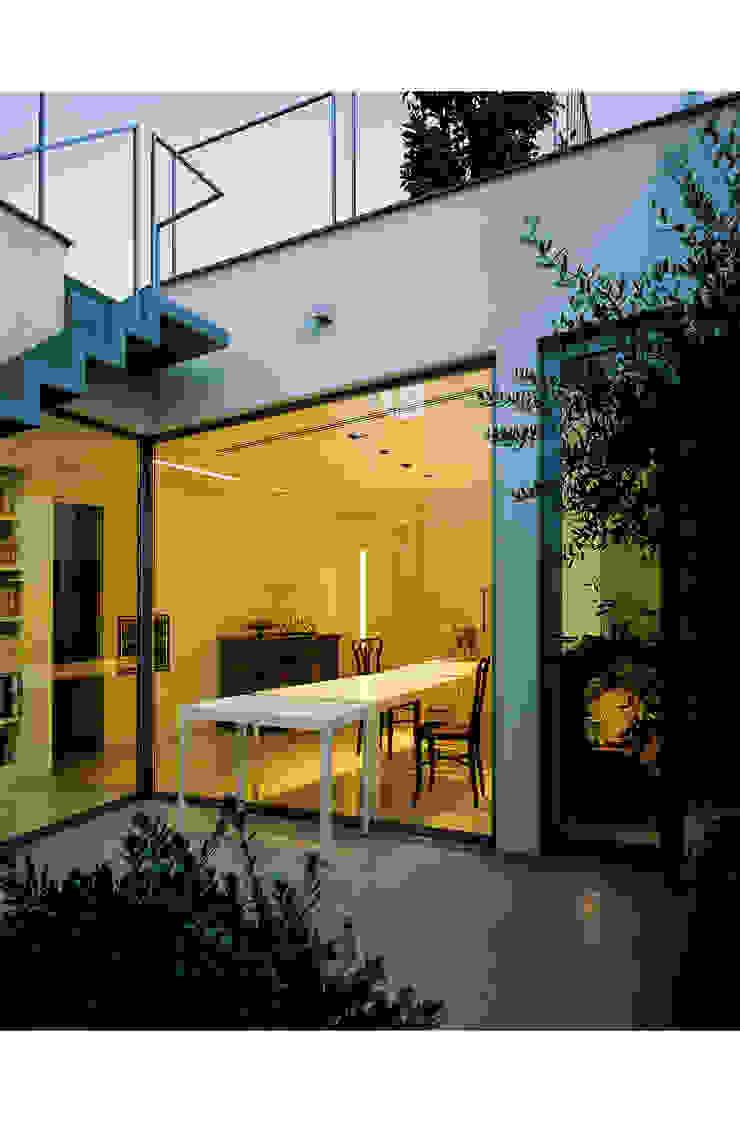 The patio Modern Terrace by 8&A Architetti Modern
