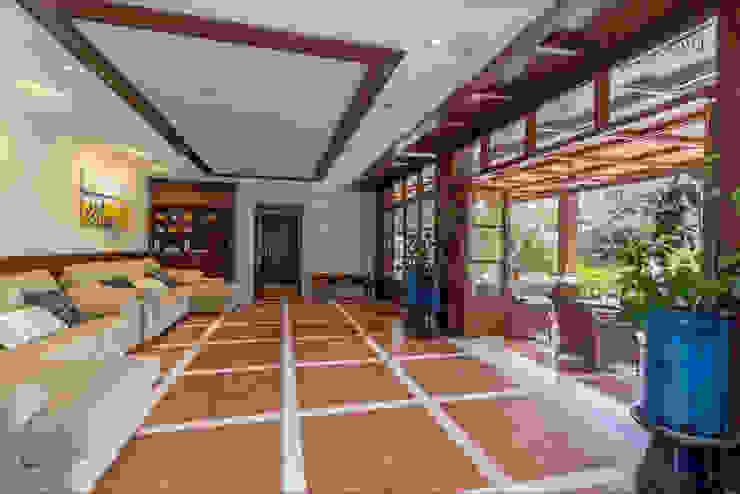 pabellón con cocina propia Jardines de estilo tropical de Per Hansen Tropical