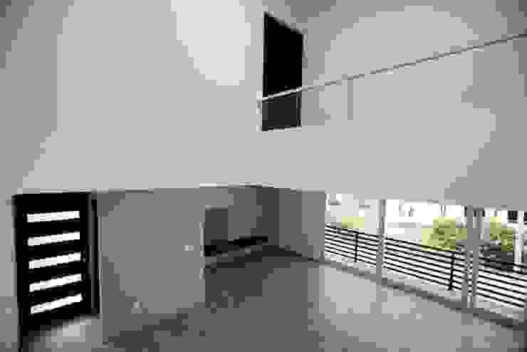 Sala con chimenea de JF ARQUITECTOS Minimalista