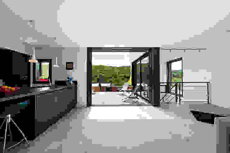 Minimalist kitchen by Hugues TOURNIER Architecte Minimalist