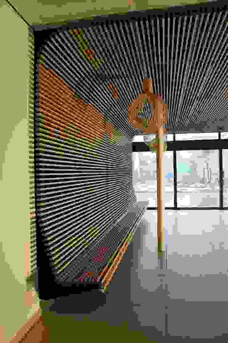 Houten plafond als zitmeubel Industriële gastronomie van Elbeto systeemplafonds Industrieel